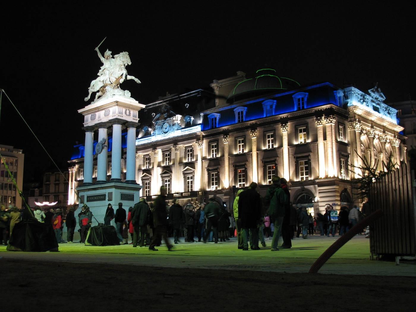 Visiter Clermont-Ferrand - Opéra et statue de Vercingétorix