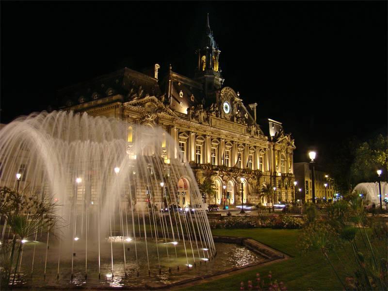 Visiter Tours - Place Jean Jaures