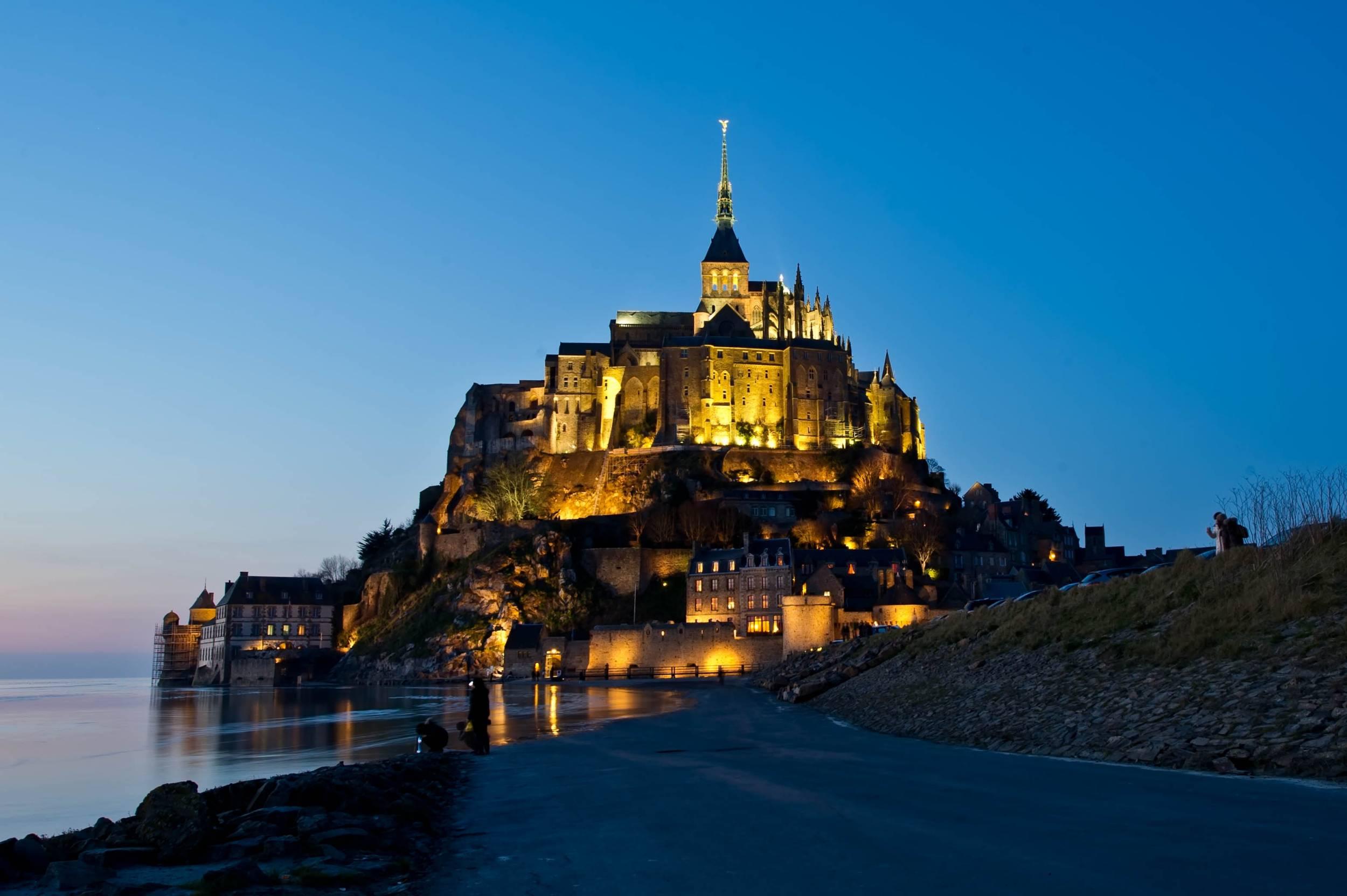 Mont-Saint-Michel de nuit
