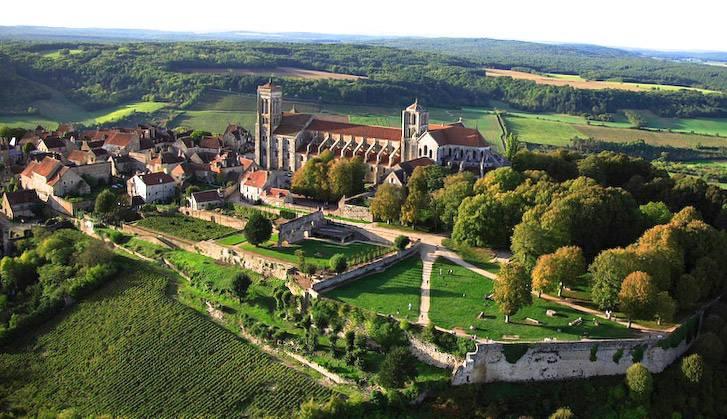 Basilique de Vézelay et sa colline