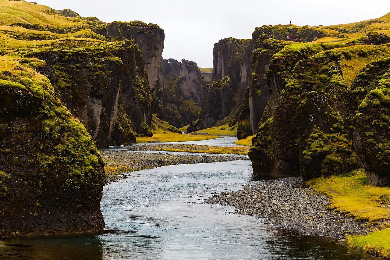 Fjaðrárgljúfur - canyon dans les paysages de l'Islande
