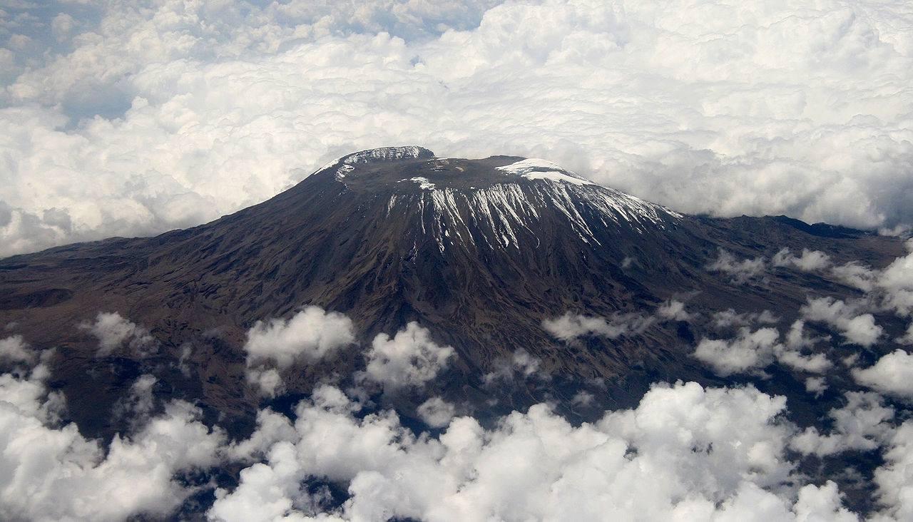 Vue aérienne du Mont Kilimandjaro
