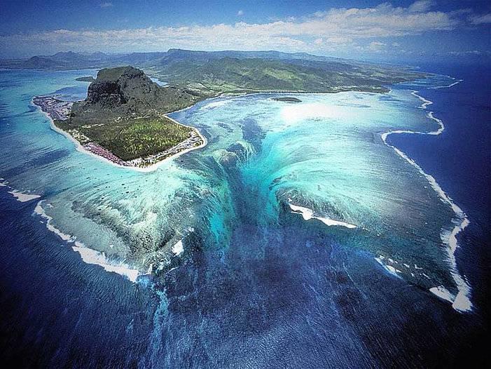 Autre vue de la cascade sous marine de l'Île Maurice
