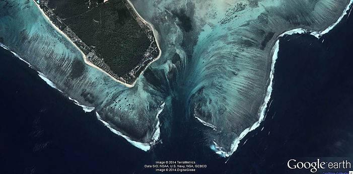 Vue aérienne de la cascade sous marine de l'Île Maurice