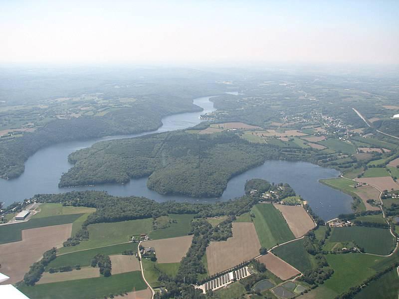 Lac de Guerlédan vu du ciel